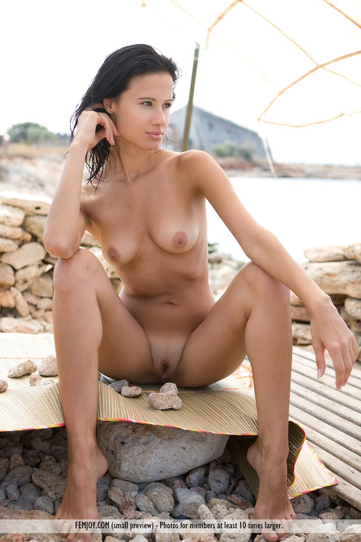 Paris nude girls with